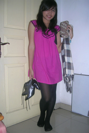 pink dress - silver shoes - black leggings - brown purse
