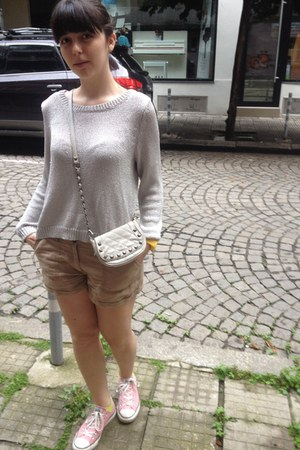 off white H&M sweater - brown H&M shorts - bubble gum Converse sneakers