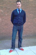 Kurt Geiger shoes - Levis jeans - T M Lewin shirt - Tommy Hilfiger cardigan - Za