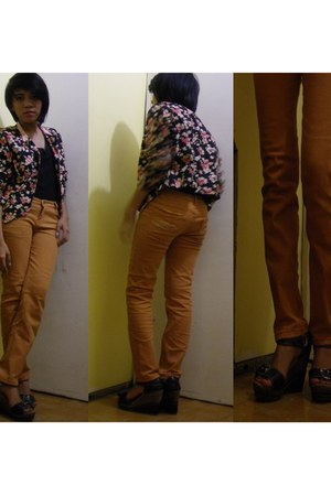 black v-neck shirt - floral print cardigan - orange pants - tiangge wedges