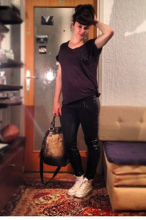 black H&M t-shirt - gold Sisley bag - white unknown sneakers - black Zara pants