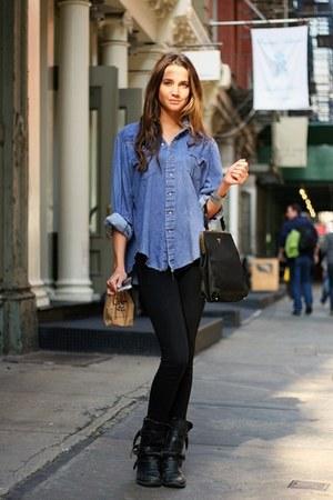 sky blue t-shirt - dark gray boots - black jeans - gray bag