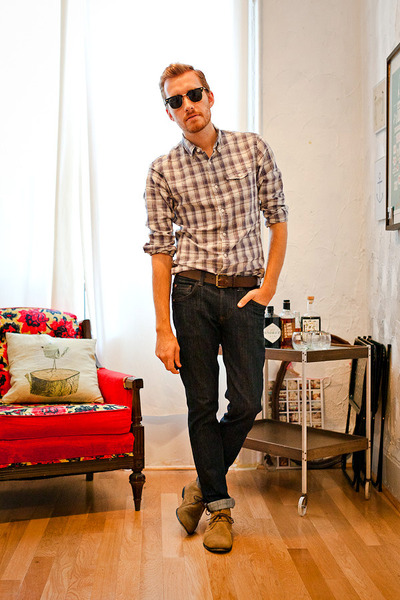 Bed Stu boots - Doctrine Denim jeans - Club Monaco shirt - Ray Ban sunglasses