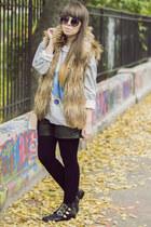 black pull&bear boots - black zeroUV sunglasses
