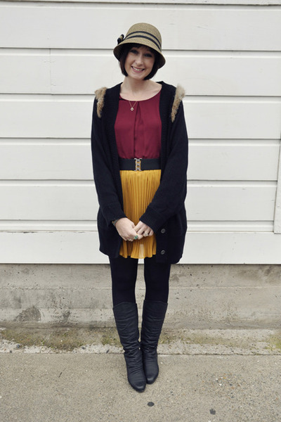mustard pleated Heart Boutique skirt - black leather vintage boots