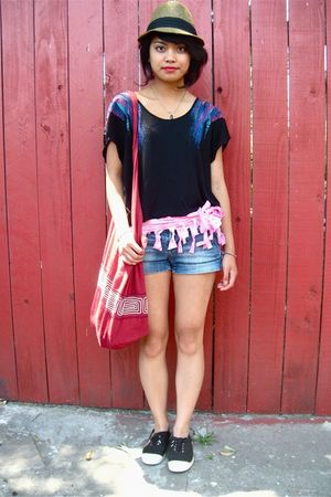 UO top - Roxy belt - Bensimon shoes - accessories - ae shorts - UO hat