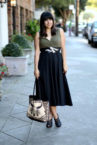 black vintage dress - beige thrift bag - black H&M heels - gold vintage belt