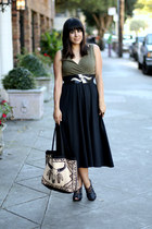 black vintage dress - beige thrift bag - black H&M heels - gold vintage belt