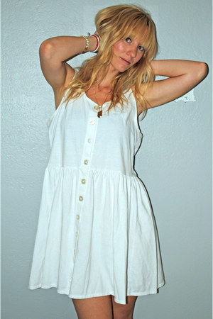 white babydoll vintage dress