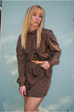 dark brown 80s poly flowy Lost Feather Vintage dress