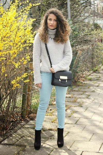 black H&M boots - light blue H&M sweater - black Forever 21 bag