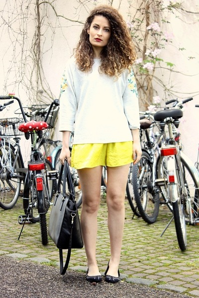 yellow Zara shorts - black H&M bag - black H&M flats