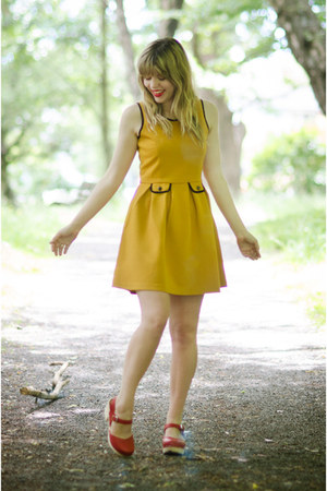 mustard mustard yumi dress - red clogs Lotta from Stockholm clogs