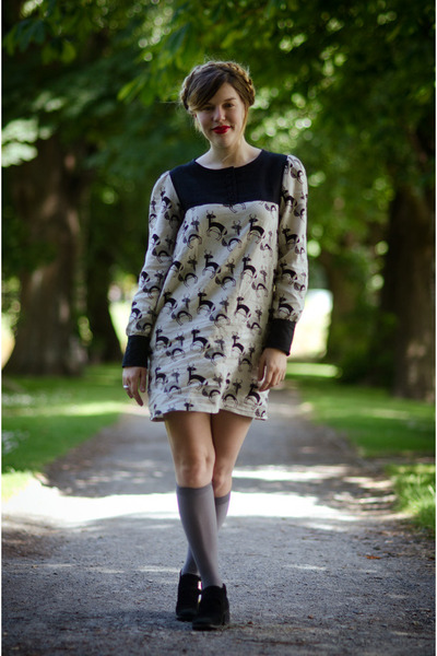 navy deer-print Snoozer Loser dress - black gold buckle thrifted vintage boots