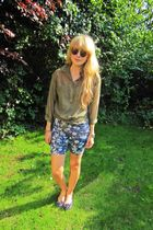green H&M shirt - blue Topshop shorts - blue Topshop shoes