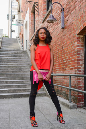 black distressed Romwecom jeans - hot pink suede Shoedazzle bag