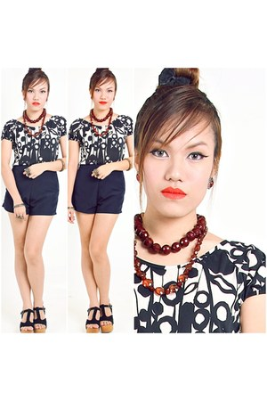 black blouse Lu Liam blouse - navy Copper shorts - black Lu Liam clogs