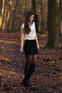 Gold-new-yorker-t-shirt-black-new-yorker-skirt-gold-new-yorker-necklace