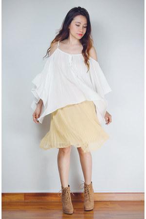 tan platform wedge Forever 21 boots - eggshell pleated midi SM Woman skirt