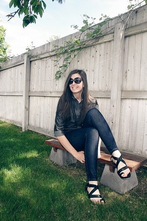NY&Company top - Walmart leggings - Dexter sandals