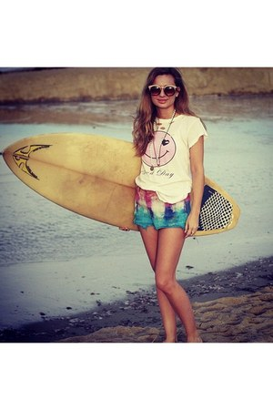 good day Wildfox shirt - free people sunglasses - the love bullet necklace