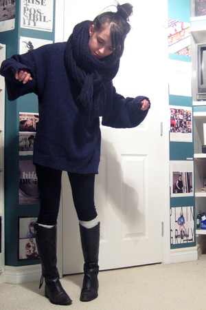 blue vintage sweater - black Zara scarf - black le chateau leggings - black Zara