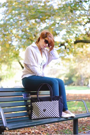 Kipling bag - clockhouse blouse - Zara pants - new look flats - Kiabi vest