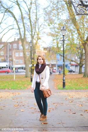 Marks & Spencer vest - Primark boots - Zara jeans - Primark scarf