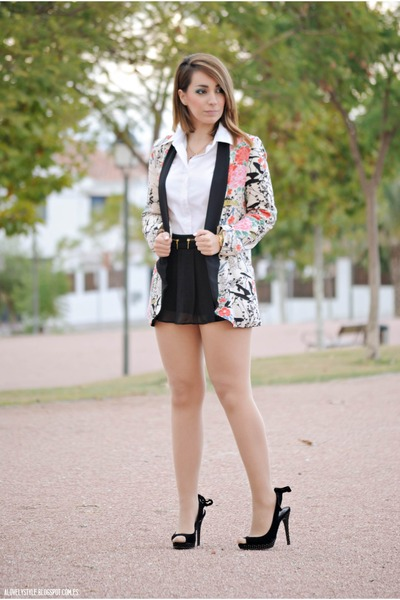 PERSUNMALL blazer - Sheinside shorts - Dunnes blouse - Carolina Boix heels