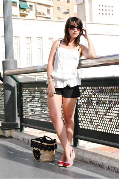 Lefties top - Dragona Fly bag - Dunnes shorts - Marypaz wedges