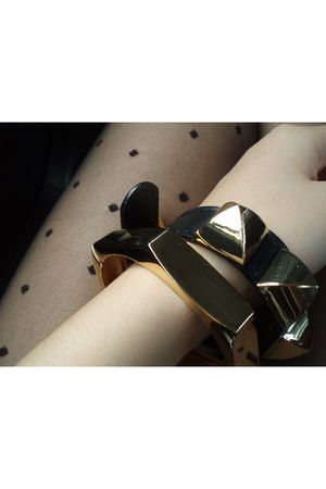 black bracelet - gold bracelet - black Forever 21 tights