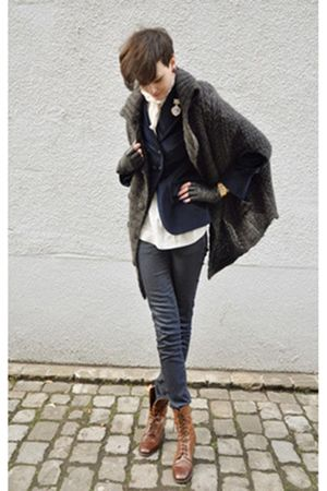 gray cardigan - brown boots - gray jeans - white shirt - blazer