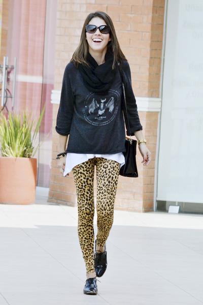 Zara sweater - H&M leggings - Prada sunglasses - Zara flats