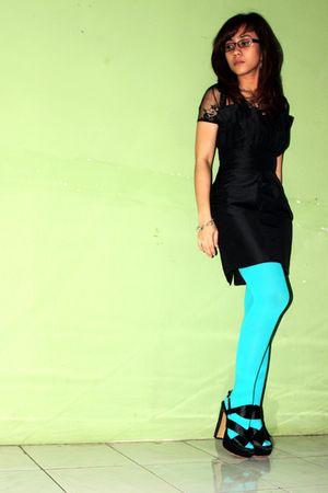 black dress - green tights - black shoes