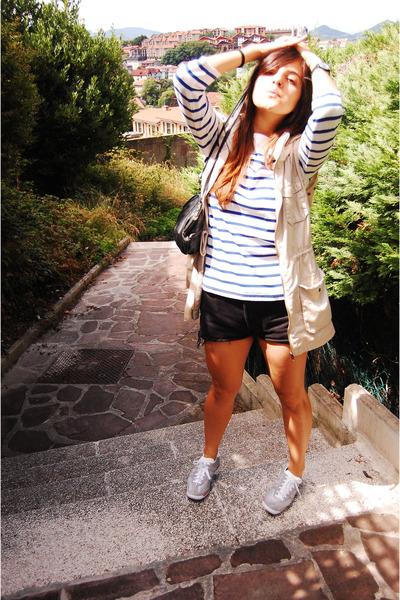 black vintage bag - blue Muji shirt - black Levis shorts