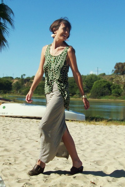 striped maxi BB Dakota skirt - tank top BB Dakota top - leather Miss Me clogs