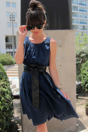 navy Hero & Leander dress - black leather vintage belt