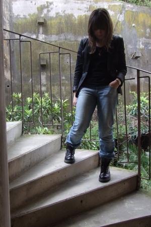 H&M blazer - H&M t-shirt - H&M jeans - Dr Martens boots - H&M necklace