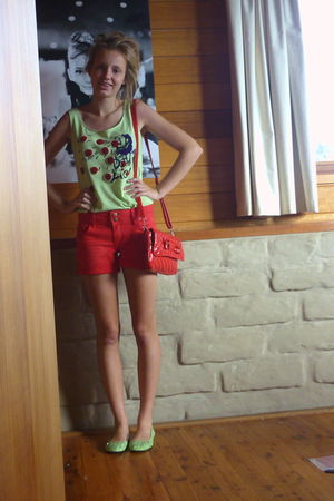 red Promod shorts - green fly now 3 top - red purse - green kustom shoes