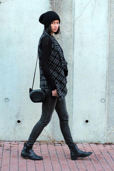 dark gray very nice praha vest - dark gray Zara jeans - H&M bag