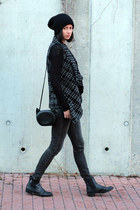 dark gray very nice praha vest - dark gray Zara jeans - H&M bag