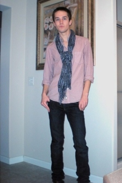 Hugo Boss top - forever 21 scarf - Levis Capital E jeans - Freeman shoes
