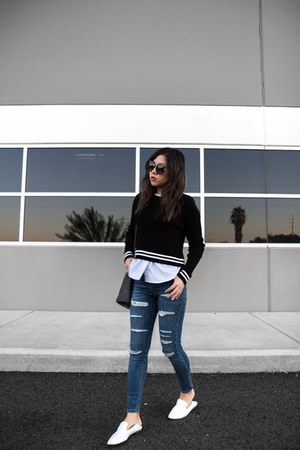 blue distressed jeans - black sweater