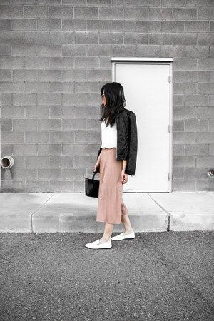 light pink midi skirt - black leather jacket - white loafers