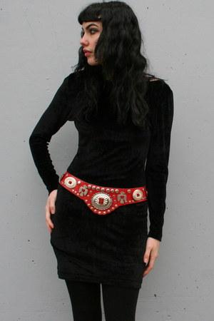 red vintage belt