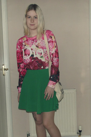 hot pink floral Sheinside sweater - ivory tote The Blogger Programme bag