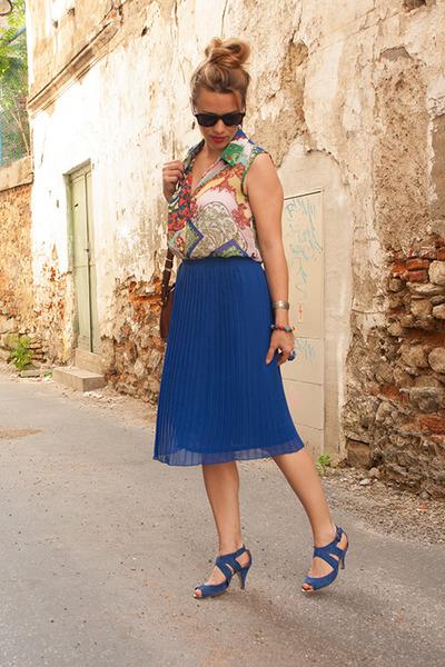 navy blue skirt - crimson bag - carrot orange blouse - navy sandals