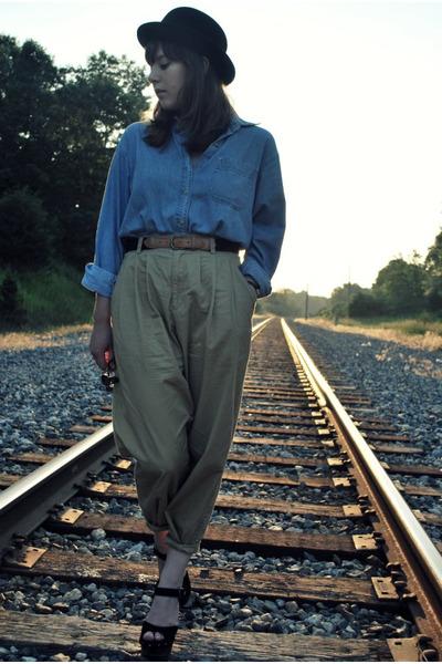 beige vintage pants - black clogs Jeffrey Campbell shoes