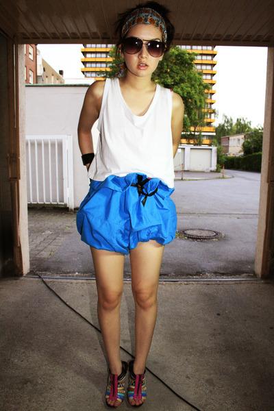 blue thailand shorts - white Monki shirt