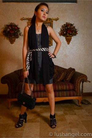 denim Freeway dress - 255 medium flap Chanel bag - long black random vest - cage